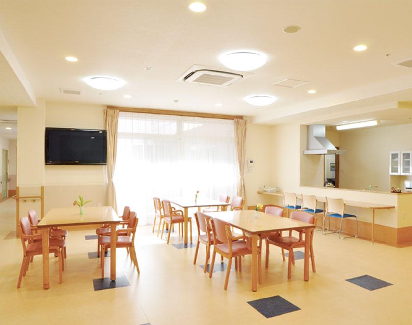 個室と多床室の個別化、出会いの場、水回りなど認知症高齢者の配慮、リハビリの配慮をして限られた面積でも快適な空間つくりを目指しています。